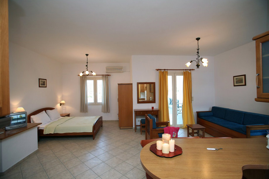 andros-one-room-apartment-03